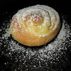 Vanília pudingos csiga   Leléné Marcsi receptje- Cookpad receptek Baked Potato, Potatoes, Bread, Baking, Ethnic Recipes, Food, Potato, Brot, Bakken