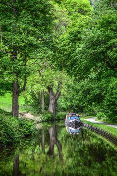 Llangollen canal boat