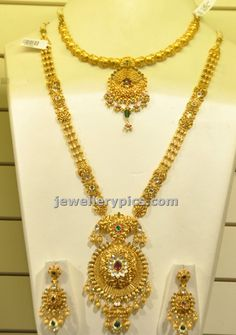 Gold Haram and necklace bridal set latest design as part of their exhibition. Thi sbeutiful haram is paired. Gold Jewelry Simple, 14k Gold Jewelry, Gold Jewellery Design, Bridal Jewelry, Quartz Jewelry, Designer Jewelry, Gold Haram, Bridesmaid Jewelry Sets, Necklace Designs