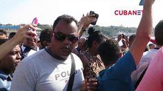 Cubano que esperaba el 'Adonia' portando bandera de EEUU es detenido