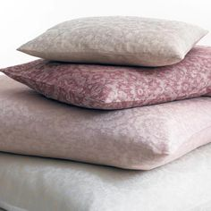 Leitner Ottomann bed linen is a product of a unique combination of modern technology and traditional handicraft. Calming Paint Colors, Pastel Bedroom, Black Bed Linen, Linen Bedding, Bed Linens, Luxurious Bedrooms, Bed & Bath, Bed Spreads, Luxury Bedding
