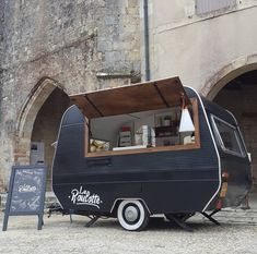 Vintage Caravan converted into a mobile coffee truck Mobile Coffee Cart, Mobile Coffee Shop, Food Stall Design, Food Truck Design, Food Design, Caravan Bar, Retro Caravan, Kombi Food Truck, Food Trucks