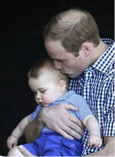 "RT @ANCALERTS ""PHOTO via Reuters: William kisses George during a visit to Sydney's Taronga Zoo"" #RoyalVisitAus"