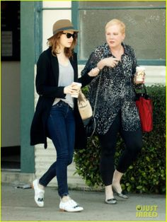 Emma Stone Out with her mom in Los Angeles: Persol Cat's Eye Sunglasses, Lanvin JL Bowling Bag, Rag & Bone the High-Rise Skinny jeans in Heritage, Esquivel Oxford Shoes & Hoss Intropia Hat