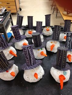 WHAT'S HAPPENING IN THE ART ROOM??: 2nd Grade Clay Snowmen - Perfect for Cloud Clay!