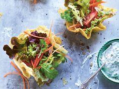 Alnatura Rezept: Blattsalat im Parmesankörbchen