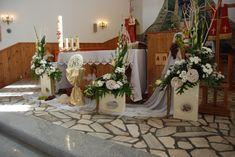 """Dekoracja kościoła - Kwiaciarnie """"Ewart"""" Suwałki Corpus Christi, First Communion, Flower Arrangements, Wreaths, Table Decorations, Flowers, Church Flowers, Floral Arrangements, Floral Arrangement"""