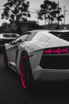 White & Pink Lamborghini Aventador. Luxury, amazing, fast, dream, beautiful,awesome, expensive, exclusive car. Coche negro lujoso, increible, rápido, guapo, fantástico, caro, exclusivo.