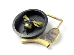 """Zoe Arnold brooch LOVE it! should be called, """"speaking of bumblebees. Dior Jewelry, Bee Jewelry, Insect Jewelry, Gothic Jewelry, Animal Jewelry, Pendant Jewelry, Jewelry Art, Jewelry Design, Designer Jewelry"""