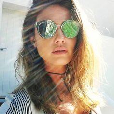 A linda da @anagequelin se apaixonou pela cor e leveza do Dior Composit  O modelo foi seu companheiro em sua viagem para #Ibiza ☀️ #oticaswanny