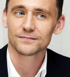 Dream: Tom looking at me like that.. !!