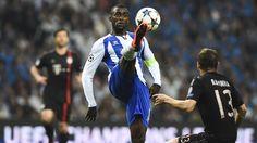 Porto 3-1 Bayern: a história em fotos - UEFA Champions League  Jackson Martínez exibe excelente controlo de bola, com o Porto a dominar a fase inicial da partida