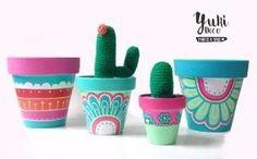 Macetas pintadas a mano/ hand painted flowerpots Painted Plant Pots, Painted Flower Pots, Pots D'argile, Clay Pots, Clay Pot Crafts, Diy And Crafts, Decorated Flower Pots, Diy Planters, Pottery Painting