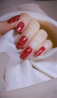 Nail art is a very popular trend these days and every woman you meet seems to have beautiful nails. It used to be that women would just go get a manicure or pedicure to get their nails trimmed and shaped with just a few coats of plain nail polish. Cute Red Nails, Fun Nails, Pretty Nails, Heart Nail Art, Heart Nails, Christmas Nail Art, Holiday Nails, Nail Art Vermelho, Red Nail Art