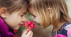 Jednou z najdôležitejších vecí, ktorú by ste mali naučiť svoje deti, je vytvárať priateľstvá a vzťahy. Takto im lepšie pomôžete byť aj konať dobro.
