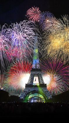 New Year fireworks at the Eiffel Tower, Paris, France Paris Torre Eiffel, Paris Eiffel Tower, Places To Travel, Places To Visit, New Years Eve Fireworks, Fireworks Art, Beautiful Places, Beautiful Pictures, Foto Poster