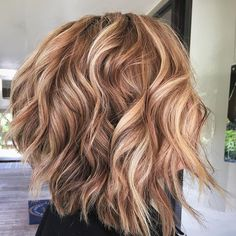 See the best fall hair colors and trends for blondes like dirty blonde, and more. See examples and get inspiration for your next salon visit. Fall Blonde Hair Color, Hair Color Streaks, Blonde Hair With Highlights, Fall Hair Colors, Hair Color Balayage, Blonde Hair Red Roots, Brunette Hair, Hair Colors For Blondes, Hair Color Ideas
