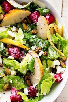 Pistachios in a salad. I am obsessed with P… Pistazien in einem Salat. Healthy Salads, Healthy Eating, Healthy Recipes, Simple Salads, Fun Recipes, Ensalada Thai, Pear Salad, Raspberry Salad, Raspberry Recipes