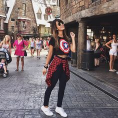 Cutest outfit would so wear this Disney World Outfits, Disneyland Outfits, Style Tumblr, Theme Park Outfits, Scene Outfits, Look Star, Girl Fashion, Fashion Outfits, Skull Fashion