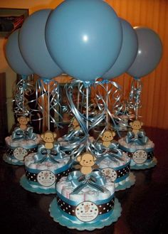 monkey baby shower diapers centerpiece with balloon baby blue baby shower centerpieces 7 new ideas for baby boys shower! Idee Baby Shower, Mesas Para Baby Shower, Baby Shower Diapers, Baby Shower Cakes, Baby Shower Gifts, Cricut Baby Shower, Diaper Shower, Baby Gifts, Shower Party