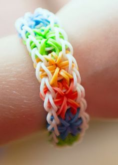 So there are a TON of rainbow loom starburst tutorials but a lot of them aren't very clear. This is my first rainbow loom braclet tutorial and my tripod wasn. Rainbow Loom Tutorials, Rainbow Loom Patterns, Rainbow Loom Creations, Rainbow Loom Bands, Rainbow Loom Charms, Rainbow Loom Bracelets, Loom Bands Designs, Loom Band Patterns, Loom Bracelet Patterns