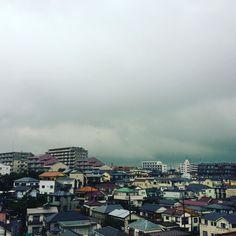 厚い #雨雲 が街を覆う  今日もお疲れ様でした 午後の神奈川県は #大雨 でしたー せめてダムに水がまさ貯まればいいですが 明日も頑張りましょう