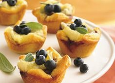 Blueberry, Walnut and Brie Tartlets Reduced-fat crescent roll dough forms bite-sized cups that hold a delicious combination of walnuts, brie cheese and blueberries. Brie Appetizer, Yummy Appetizers, Appetizers For Party, Appetizer Recipes, Dessert Recipes, Potato Appetizers, Fruit Dessert, Appetizer Ideas, Pastry Recipes