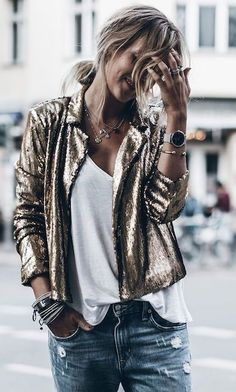 Fantastic womens fashion are readily available on our website. Have a look and you will not be sorry you did. 1920s Outfits, Mode Outfits, Casual Outfits, Fashion Outfits, Womens Fashion, Fashion Trends, Sequin Blazer, Sequin Outfit, Sequin Jacket