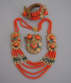Who said vintage jewelry couldn't be colorful? This vintage Miriam Haskell Parure jewelry set from Morning Glory Jewelry is stunning and has a great ethnic vibe. Jewelry Gifts, Fine Jewelry, Handmade Jewelry, Jewelry Making, Jewelry Box, Trendy Jewelry, Jewelry Model, Jewelry Ideas, Jewelry Bracelets