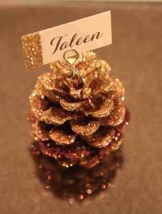 35 Elegant Christmas Table Setting Ideas 35 Elegant Christmas Table Setting Ideas You Won T Believe What A Difference A Fir Branch And Holiday Ribbon Can Make Christmas Table Setting Elegant Christmas, Christmas Time, Christmas Crafts, Christmas Place Cards, Thanksgiving Place Cards, Christmas Stars, Nordic Christmas, Rustic Christmas, Fall Place Cards