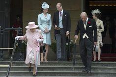 Zahradní slavnost uspořádala královna Alžběta II..  5.2017