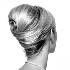 Chignon à la Grace Kelly / desire this hair style. is that so wrong? - August 03 2019 at Grace Kelly, Fancy Hairstyles, Vintage Hairstyles, Wedding Hairstyles, 1950s Hairstyles, Braid Hairstyles, Popular Hairstyles, Quinceanera Hairstyles, Simple Hairstyles