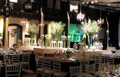 Centro de mesa con flores blancas de Sofia Jottar Banquetes