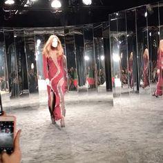 Começou o desfile de outra marca convidada da semana couture a @azzaro_official. No catwalk todo forrado silhuetas femininas coladas ao corpo muita sensualidade e brilho. Veja mais no #stories! (por @cibelemaciet) #azzaro #bazaarnaaltacostura  via HARPER'S BAZAAR BRAZIL MAGAZINE OFFICIAL INSTAGRAM - Fashion Campaigns  Haute Couture  Advertising  Editorial Photography  Magazine Cover Designs  Supermodels  Runway Models