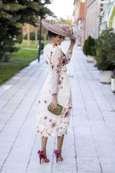 Look invitada boda dia zapatos terciopelo Salo Madrid
