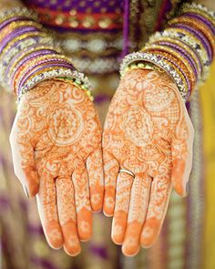 The elaborate treatment to the bride's hands combined with the bright bangle bracelets is nothing short of beautiful.