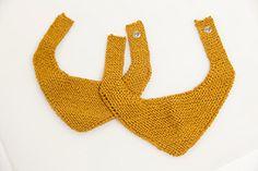 Driehoekige borslappies Baby Knitting Patterns, Babies, Crochet, Babys, Chrochet, Infants, Crocheting, Infant, Knits