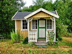 Tiny Swedish house in a meadow near Eksjö, Sweden. Photos by Stefan Beck.