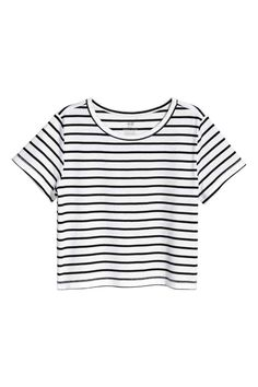 Short-sleeved top in jersey made from an organic cotton blend in a wide, slightly shorter style. Cute Lazy Outfits, Summer Outfits For Teens, Teenage Outfits, Crop Top Outfits, Girl Outfits, Casual Outfits, Fashion Outfits, Cute Crop Tops, Crop Top Shirts