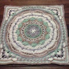 #sophiesgarden #sophiesuniverse#dedriuys #moyaorganiccotton #crochetblanket #croche#ganchillo #virka #virkning #haken #haakverslaafd #hekel #crochetconcupiscence by mammalanie