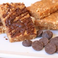 Healthy no-bake energy bars that kids devour. They're as easy as pie without all the pie.