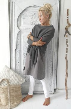 I love the poncho and dress/shirt. I love the colors of both and the cut. do not like the pants. I don't wear white pants. white leggings underneath would be ok Boho Fashion, Autumn Fashion, Fashion Outfits, Womens Fashion, Fashion Trends, Mature Fashion, Fashion Over 50, Mode Ab 50, Poncho Outfit