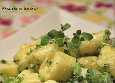 Leniwe z sosem brokułowym na bazie jogurtu - Przepis - Smaker.pl