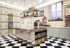 zàini negozio a milano ispirazione vintage, illuminazione fluorescente e faretti led dimmerabili - MarieClaire. Realizzato da lecchi impianti elettrici - Bollate (MI)
