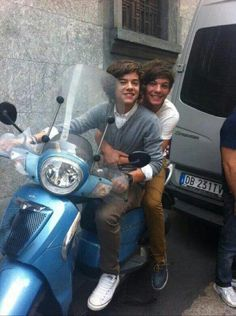 Eleanor Calder and Louis Tomlinson is not real! Harry Styles an Louis Tomlinson, nickname *LARRY STYLINSON* is real not like eleanor amd louis! One Direction Fotos, One Direction Humor, One Direction Pictures, I Love One Direction, Direction Quotes, Larry Stylinson, Liam Payne, Niall Horam, Desenho Harry Styles