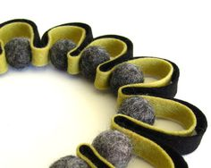 another felt necklace idea.... just gorgeous.
