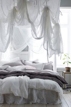 Ellos Home Sänghimmel Blanca Sänghimmel i vitt, skirt, transparent bomullstyg. Fyrkantig modell med band i varje hörn som du använder för att fästa sänghimmeln i taket. Band medföljer som gör att du kan knyta upp tyget på olika sätt. Stl 200x200x250 cm.<br><br>Oeko-Tex-certifierad 12.HIN.13300 vilket innebär att sänghimmeln inte orsakar allergiska besvär eller andra hälsoproblem. Produkten har testats för att säkerställa att inga hälsofarliga kemikalier finns kvar. <br><br>100%…
