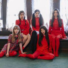 Peek a boo solete man,sarangui niká,la la la la la Kpop Girl Groups, Korean Girl Groups, Kpop Girls, Wendy Red Velvet, Red Velvet Irene, Queens, Red Velvet Seulgi, Velvet Fashion, Kpop Outfits