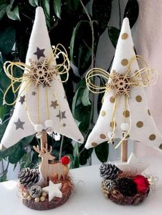 @ alberelli natalizi in Tannenbäume Christmas Tilda Landhaus Deko Scandinavian Christmas, Rustic Christmas, Christmas Art, Christmas Projects, All Things Christmas, Simple Christmas, Handmade Christmas, Primitive Christmas, Fabric Christmas Trees