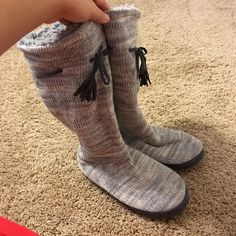 Muk Luks Slipper Boots NEW - NEVER WORN. Great condition! Size L 9/10. (Women's) Muk Luks Shoes Ankle Boots & Booties